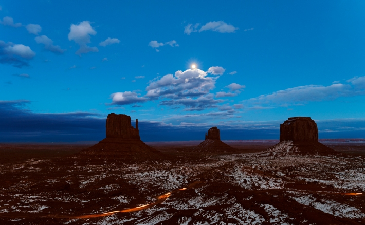 Mitten's Moon, Navajo Monument Valley